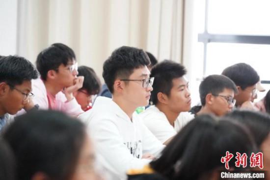 """浙江高校研发管理""""上课啦""""软件 集AI催课、智能签到于一体"""