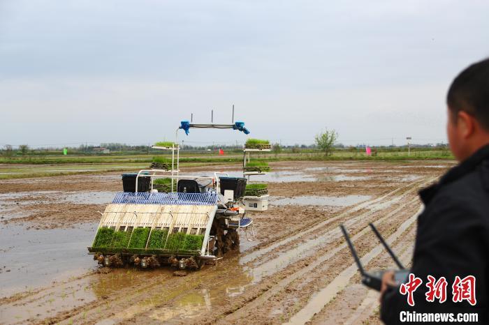 """江西南昌""""互联网+农机作业""""亮相 助力农业春耕"""