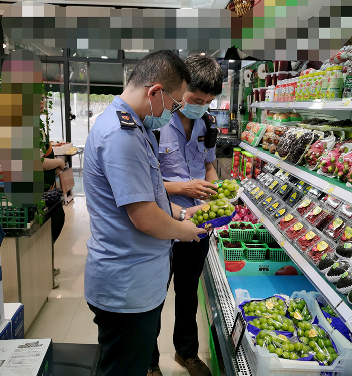 """标价每斤68元的日本""""晴王葡萄""""竟是从云南采购而来"""