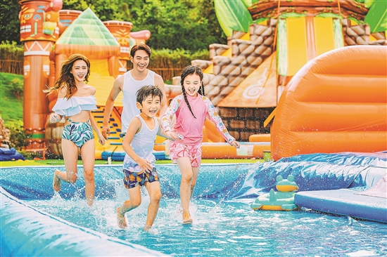 广东人出游热情高涨 旅游市场重现昔日热闹场景