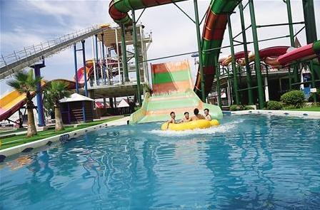 重庆多家主流水上乐园新增超级飞毯滑梯等游乐设施