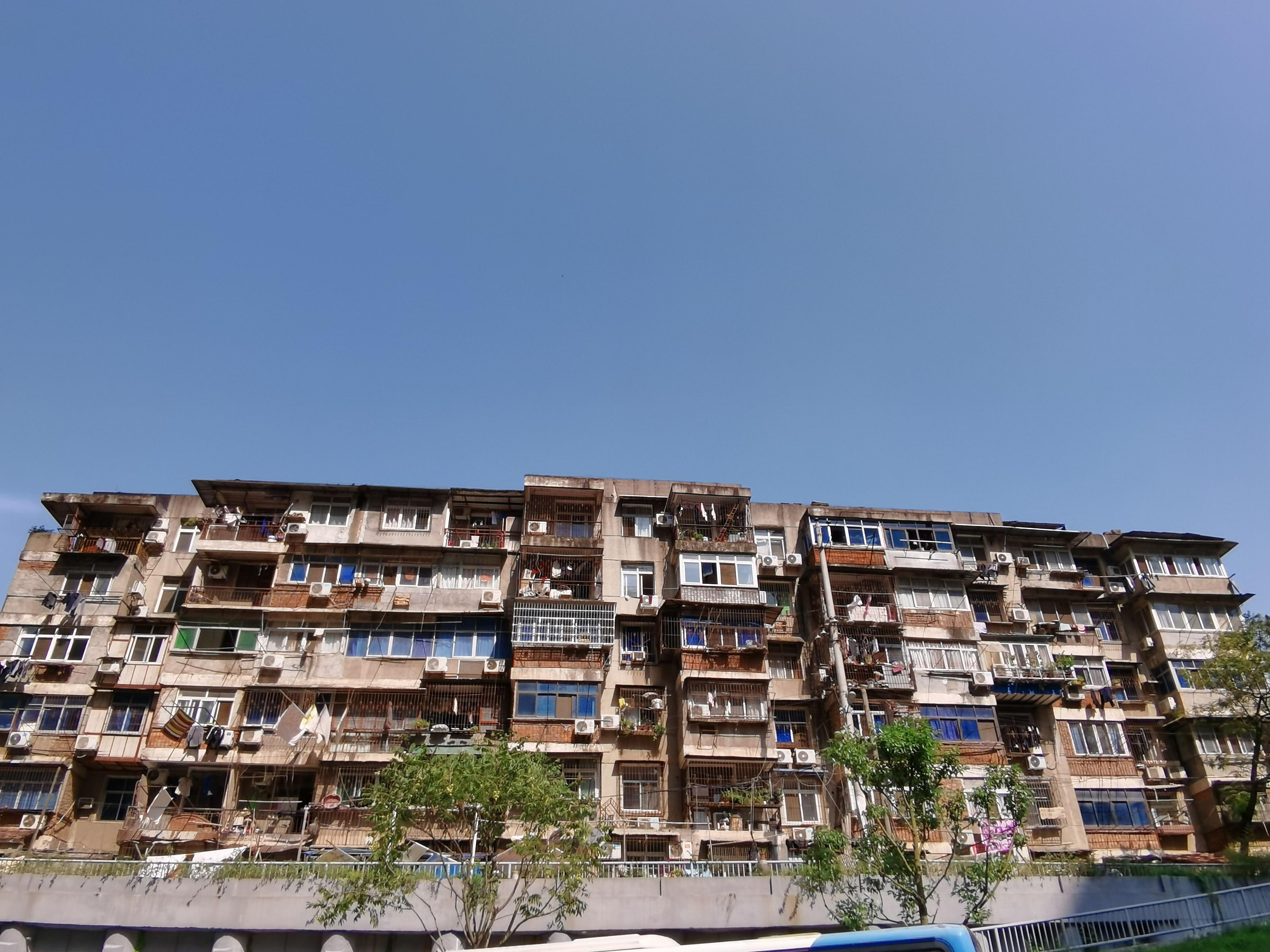 重庆第三产业增加值同比增长12.9% 两年平均增长6.5%
