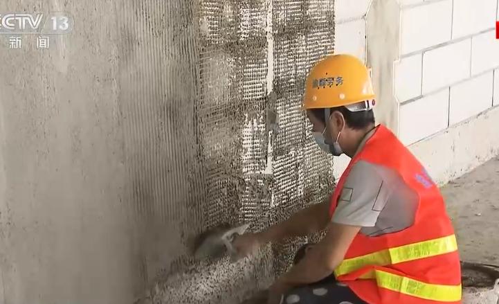 工地民工宿舍只能冷水洗澡 暴露工地管理短板